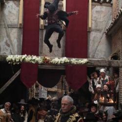 Aguila Roja jumping